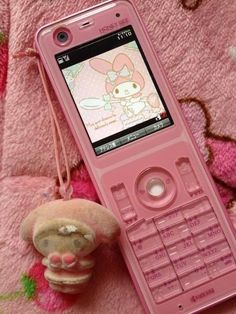 Discovered by kawaii kanye west. Find images and videos about pink and phone on We Heart It - the app to get lost in what you love. Sanrio, Alluka Zoldyck, Superman Party, Photocollage, Kawaii Shop, My Melody, Retro Aesthetic, Aesthetic Clothes, Pastel Pink