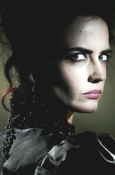 Eva Green may be over the top at times but overall she delivers an excellent performance in Penny Dreadful.
