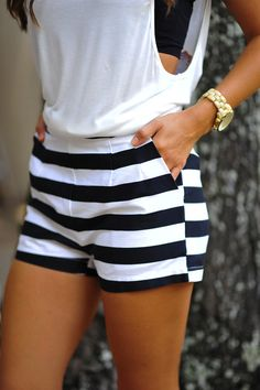 Striped shorts for casual summer style. Short Outfits, Summer Outfits, Casual Outfits, Cute Outfits, Casual Shorts, Summer Shorts, Comfy Shorts, Fashion Mode, Look Fashion