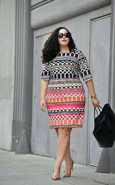 I love this dress style! #plussize #over40 #springoutfit whenthegirlsrule.com #plussizeoutfitsforsummer #women'sfashionover40