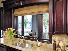 Milgard kitchen windows and doors. View the full photo gallery here: http://www.milgard.com/design-tips-and-inspiration/photo-gallery/c/MMI10655/