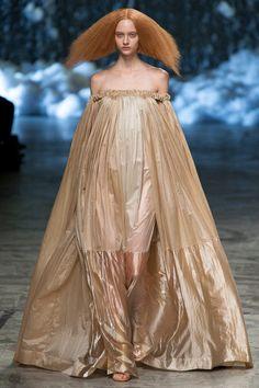 Rick Owens Spring 2013 Ready-to-Wear Fashion Show - Nastya Kusakina (Women) Fashion Week, High Fashion, Fashion Show, Fashion Design, Paris Fashion, Frock And Frill, Monochrome Fashion, Minimal Fashion, Frozen Fashion