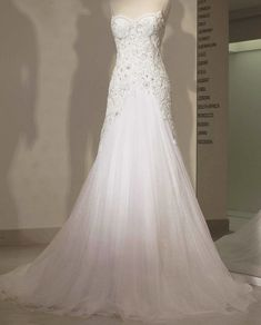 Glamorous, sophisticated and fashion-forward is how we feel about Abed Mahfouz wedding dresses 2014 collation. From exquisite crystal beadings, luxurious fabrics and intricate embroidery, you're sure to find something unique in this 2014 collection!