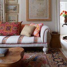 Interior Design Inspiration, Decor Interior Design, Design Ideas, Design Design, Home Living Room, Interior Design Living Room, Country Style Living Room, Striped Sofa, Old Sofa