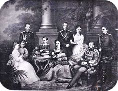 Император Александр II в кругу семьи. Конец 1860-х гг.