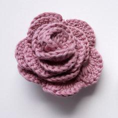 Rose au crochet (gratuit) Plus - Celebrity Couple Crochet Hook Set, Crochet Diy, Crochet Amigurumi Free Patterns, Crochet Mandala, Love Crochet, Crochet For Kids, Roses Au Crochet, Crochet Puff Flower, Crochet Flower Patterns