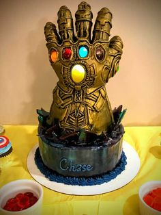 Tagged with cake, avengers, infinity war, sorry not a trailer leak; My son's Infinity Gauntlet birthday cake Avengers Birthday Cakes, Themed Birthday Cakes, Birthday Bash, Themed Cakes, Pastel Avengers, Marvel Cake, Thanos Avengers, Avenger Cake, Superhero Cake