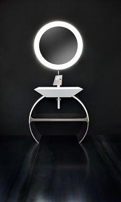 """Moon, disegnata da Marco Poletti, interpreta un nuovo e inedito concetto che Cerasa propone per arredare la sala bagno, non più un mobile bagno modulare con misure lineari, ma una collezione che si """"comprime"""" e si """"dilata"""" seguendo le regole armoniche del cerchio."""