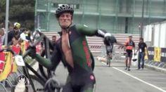Un Ciclista furioso destruye su bicicleta al llegar a la meta | Zona Mixta - Yahoo Deportes