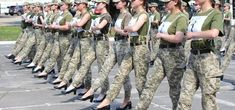 ¡Polémica! Mujeres soldados ucranianas marcharán con tacones altos Formal Wear Women, Women Wear, Raised Eyebrow, Female Soldier, How To Run Faster, Skin Tight, Combat Boots, High Heels, Military