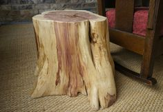 Okay, you finally got that tree stump pulled. Don't haul it to the landfill or burn it, make an end table instead. If you know you want to make a table but don't have any. Tree Stump Furniture, Tree Stump Table, Log Furniture, Tree Stumps, Furniture Ideas, Log Table, Western Furniture, Log Projects, Wood Stumps