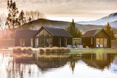 Reflections - Houses for Rent in Queenstown, Otago, New Zealand Shiplap Cladding, New Zealand Architecture, Modern Barn House, New Zealand Houses, Farm Cottage, Vertical, Building Facade, Mountain View, Renting A House