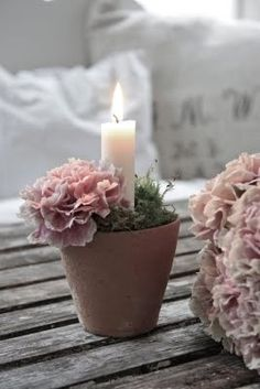 easy - little pots with carnations & candles