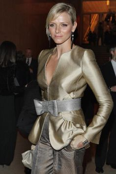 soft metallic neutrals (Princess Charlene)