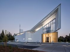 Jesuit High School Chapel of the North American Martyr / Hodgetts + Fung This.
