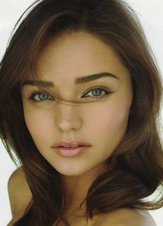 Love her eyebrows..I need to figure out how to do this! Lovin the thicker eyebrows!