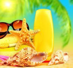 9972819-estate-vacanze-sfondo-oggetti-di-spiaggia-sulla-sabbia-divertimento-del-concetto-di-viaggio1.jpg (1200×1122)