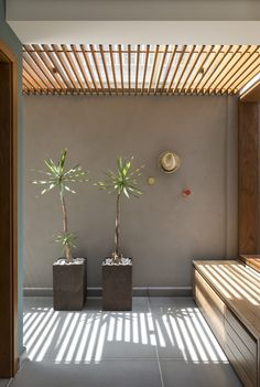 Image 20 of 35 from gallery of Sampaio Vida House / Rocco Arquitetos. Photograph by Evelyn Muller Bali Style Home, Shadow Architecture, Zen House, Small Studio Apartments, Amsterdam Houses, Modern Villa Design, Compact House, House Of Beauty, Scandinavian Interior Design