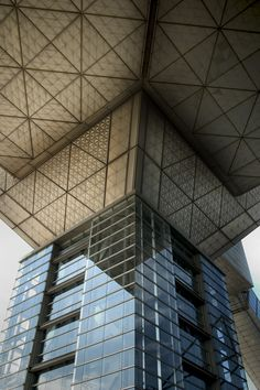 Tokyo Big Sight, par AXS Satow. Ariake. Pilier