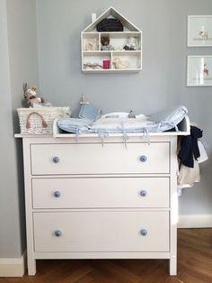 Ikea babyzimmer hemnes  Ein skandinavisches Kinderzimmer und ein Wickelaufsatz für die ...