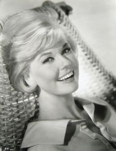 Doris Day, the actress whose girl-next-door image helped her to become a huge Hollywood box office draw in the and has been named to receive this year's Career Achievement Award from the Los Angeles Film Critics Association. Hollywood Stars, Hollywood Icons, Golden Age Of Hollywood, Vintage Hollywood, Hollywood Glamour, Classic Hollywood, Old Movie Stars, Classic Movie Stars, Divas