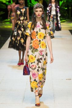 Dolce & Gabbana Spring 2017 Ready-to-Wear Collection Photos - Vogue Fashion Week, Fashion 2017, Love Fashion, Runway Fashion, Spring Fashion, Fashion Show, Fashion Looks, Fashion Design, Milan Fashion