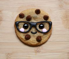 Cookie with face and glasses. Nerdy mummies! No direct link, just picture