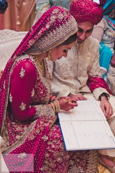 Absolutely love the detailing, and the matching jewellery. Nikah Ceremony, Indian Wedding Ceremony, Desi Wedding, Wedding Wear, Wedding Pics, Wedding Dress, Pakistan Wedding, Bridal Dupatta, Bodas