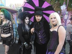 the-demon-with-the-glass-heart:  When we were at Bats Day we met itsblackfriday and Jillian Venters (gothiccharmschool) You two were utterly delightful!