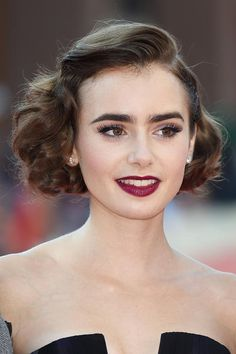 lily collins in primo piano