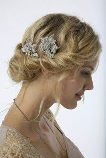 Simple wed hairstyle..