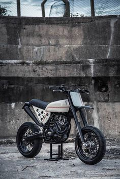 KTM 520 Street Tracker by Robinsons Speed Shop #motorcycles #streettracker #motos | caferacerpasion.com Más