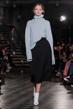 Fashion Week Sthlm: Alla looks från Filippa K Fashion 2018, Runway Fashion, High Fashion, Fashion Outfits, Womens Fashion, Stockholm Fashion Week, Black And White Style, Complete Outfits, Street Style Looks