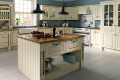 This Westbury kitchen in Ivory has everything you could want from your new kitchen – sleek lines, gorgeous colour and a warm contrasting wood worktop. It's the perfect design for any family home in need of a stylish yet functional kitchen. Kitchen Fittings, Contemporary Kitchen, Kitchens And Bedrooms, Kitchen Design, Classic Kitchens, Country Kitchen, New Kitchen, New Kitchen Cabinets, Diy Kitchen