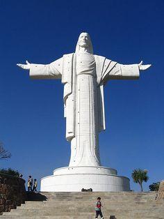 Most Famous Jesus Statues: Cristo de la Concordia, Bolivia (source: wiki)