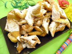 Since we are in the period of Carnival is a must to taste the sweets as cenci fritti, rectangles of sweet puff pastry fried and covered with powdered sugar. This typical Carnival sweet is similar to other specialties spread throughout Italy and represents a link with the masks because the shape of cenci reminds to a piece of cloth, as the fabric used for Carnival dresses.