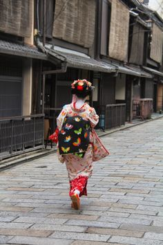 Food & travel observations - mainly in Kyoto, Japan and Australia by food author Jane Lawson Geisha, Kyoto Winter, Nippon, Japanese Architecture, We Are The World, Cool Countries, Japanese Beauty, Yukata, Traditional Outfits