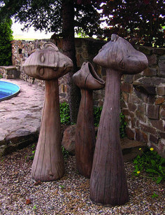 HREE FRIENDS (LISTENER, SQUEAKER, BLIND ASTROMER), oak tree, max height 175 cm / TŘI KAMARÁDI (NASLOUCHAČ, KŘIKLOUN, SLEPÝ HVĚZDÁŘ), dub, max.175 cm / Viva wood art