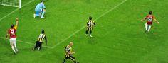 Galatasaray Profesyonel Futbol A Takımı, Spor Toto Süper Lig'in 31. hafta maçında Fenerbahçe ile karşılaşacak. Şükrü Saracoğlu Stadı'ndaki mücadele, 17 Mart 2012 Cumartesi akşamı, saat 20.00'de