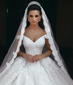 Most up-to-date Images vails for wedding Bridal Veil Concepts Marriage fashion u. - Most up-to-date Images vails for wedding Bridal Veil Concepts Marriage fashion under no circumstances has no trends but the bridal veil usually is always timeless Dream Wedding Dresses, Bridal Dresses, Wedding Gowns, Ballgown Wedding Dress, Queen Wedding Dress, Crystal Wedding Dresses, Disney Wedding Dresses, Wedding Fair, Luxury Wedding Dress