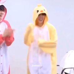 Foto Jimin Bts, Bts Bangtan Boy, Bts Taehyung, Bts Boys, Park Jimin Cute, Min Yoonji, Bts Dancing, Bts Funny Videos, Bts Playlist