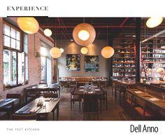 """O espaço gastronômico The Test Kitchen foi inaugurado em 2010 e atualmente está em 28º lugar no ranking mundial da revista britânica """"The Restaurant"""". Luke Dale-Roberts é o chef responsável pela criação dos pratos inspirados na fusion cuisine e suas misturas exóticas."""