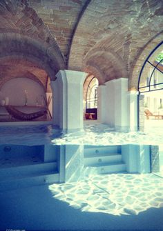 what's weird is i've dreamed of this before, not the actual building it's in, but half underwater room! so awesome!