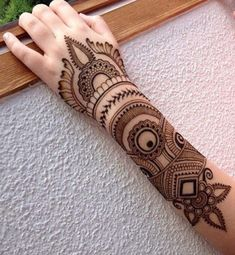 Stylish Henna Mehndi Designs for Hand - Kurti Blouse Dulhan Mehndi Designs, Mehndi Designs 2018, Mehndi Designs For Girls, Unique Mehndi Designs, Beautiful Mehndi Design, Arabic Mehndi Designs, Bridal Mehndi Designs, Unique Henna, Bridal Henna