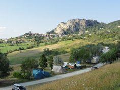 Italie - Camping Perticara - Novafeltria - 70 plaatsen 1436 km - tot 13 jaar, weinig schaduw