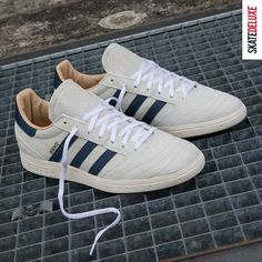 Vintage design & the latest technology: the legendary Copa Mundial soccer shoe redesigned by Dennis Busenitz for skateboarding. Get the adidas Skateboarding Busenitz vintage!