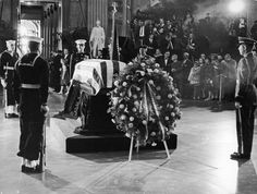 Jackie Kennedy's Secret Service Agent Opens Up About JFK's Funeral Jfk Funeral, Royal Family Pictures, Kennedy Assassination, Honor Guard, Jfk Jr, John Fitzgerald, Us Capitol, Secret Service, American Presidents