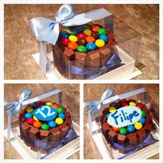 Mini Bolo de Kit Kat com M&M's. Ótimo como lembrancinha, presente, brinde, ou o que preferir! É possível personalizar com detalhes em cima ou substituir os m&m's por outra cobertura! Entre em contato para mais informações! Brownie Packaging, Cake Packaging, Beautiful Birthday Cakes, Birthday Cakes For Women, Valentine Chocolate, Chocolate Treats, Cupcake Gift, Cupcake Cakes, Cake For Boyfriend