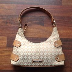 Purse Small Nine West purse in great condition Nine West Bags