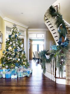 Jennifer Brouwer's Blue and White-Themed Christmas Tree | #christmas